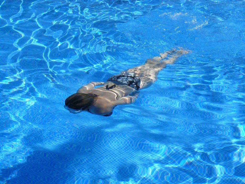 simning eksem sommar hudvård klor