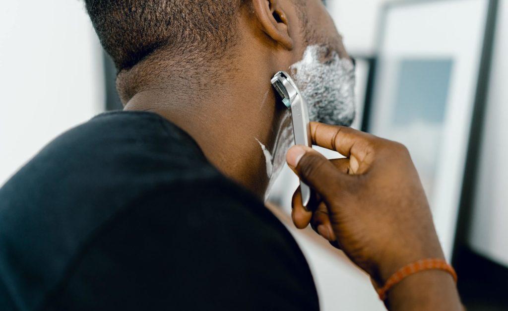 Vellos Encarnados por el Afeitado